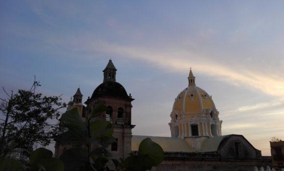 HISTORIA Y LEYENDA DEL CALLEJÓN DE LOS ESTRIBOS, CENTRO HISTÓRICO, CARTAGENA, COLOMBIA.